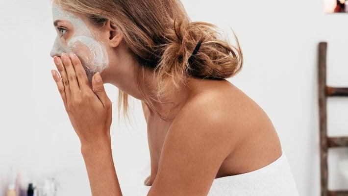 ¿Cómo atenuar o eliminar las manchas en la piel?